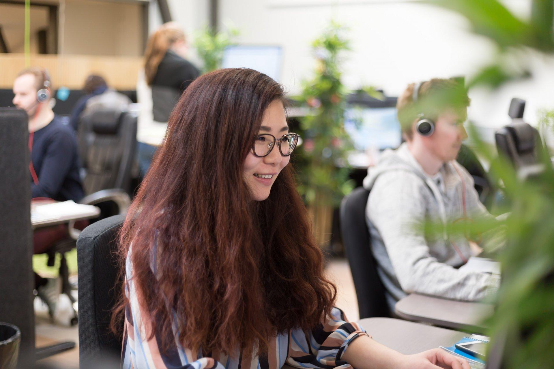Ihmisiä työskentelemässä Liana Technologiesin päätoimistolla