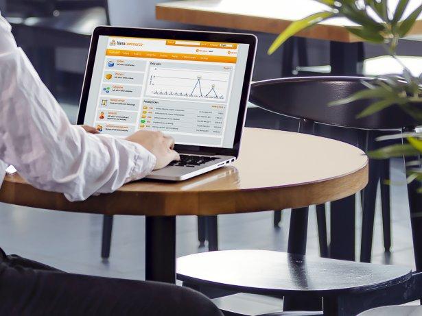 Lianan verkkokauppa-alustan käyttöliittymä kannettavalla tietokoneella