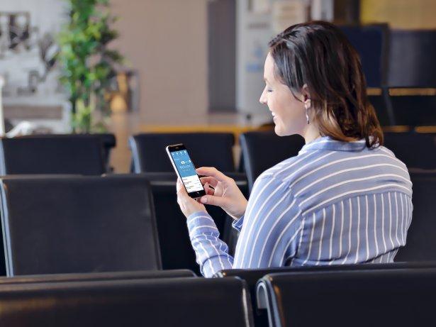Lianan markkinoinnin automaatiota käytetään puhelimella